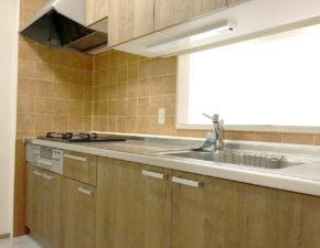キッチンとバスルームをリフォーム まるで新築のような空間に